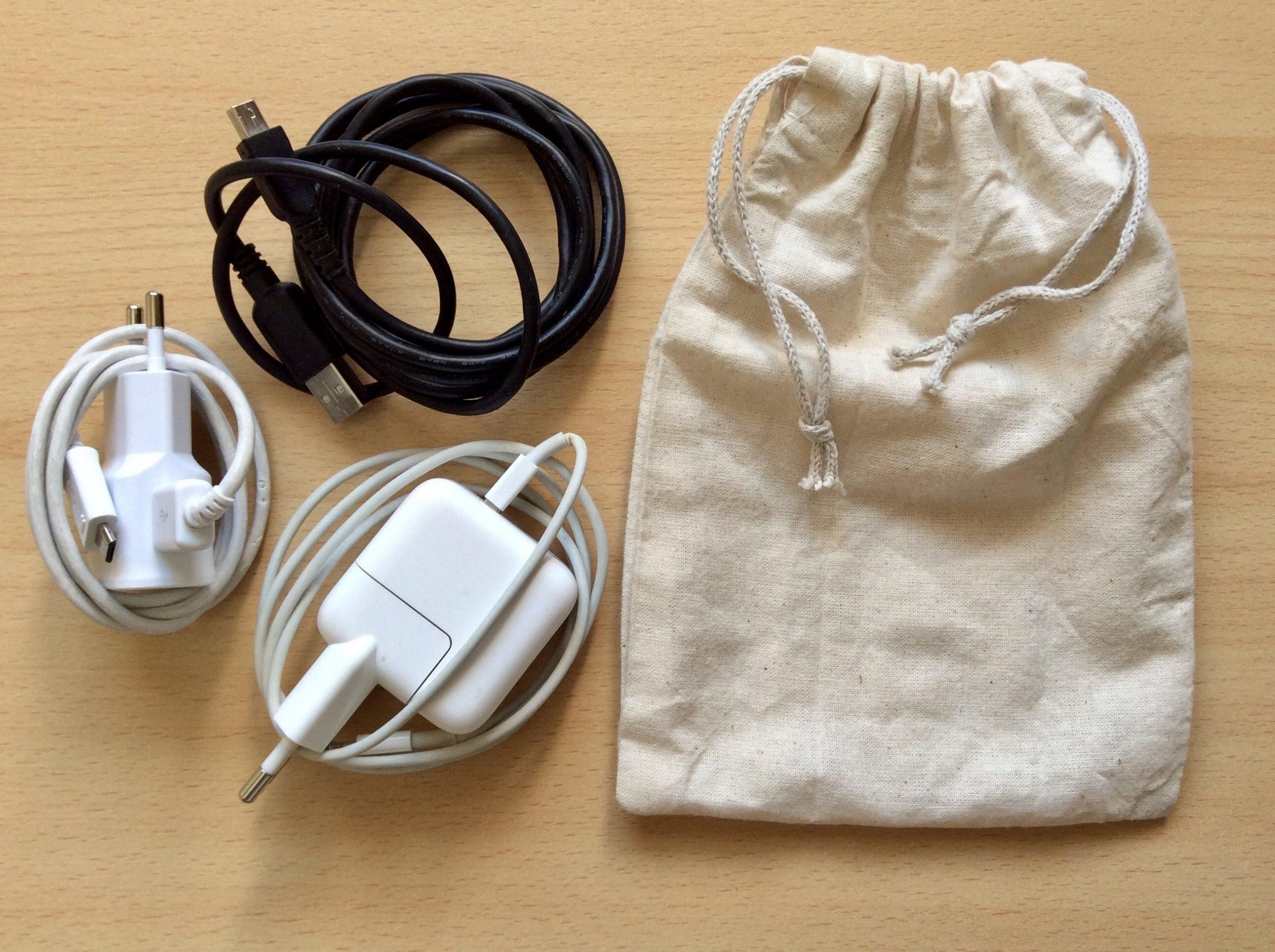 chargeur de téléphone et pochette en tissu